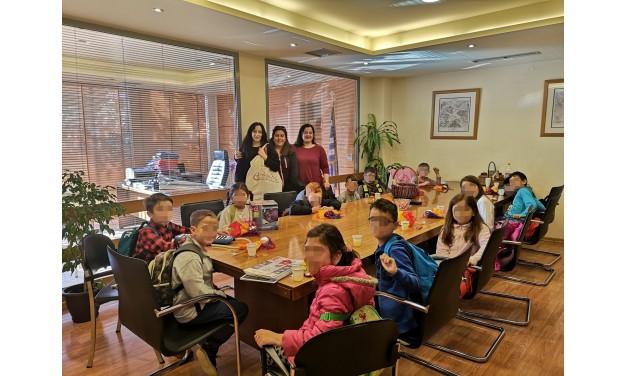 Οι μικροί μαθητές του 4ου Δημοτικού Σχολείου Μαρκοπούλου, τραγούδησαν τα Κάλαντα του Λαζάρου, για καλό σκοπό, στο Δημαρχείο Μαρκοπούλου.