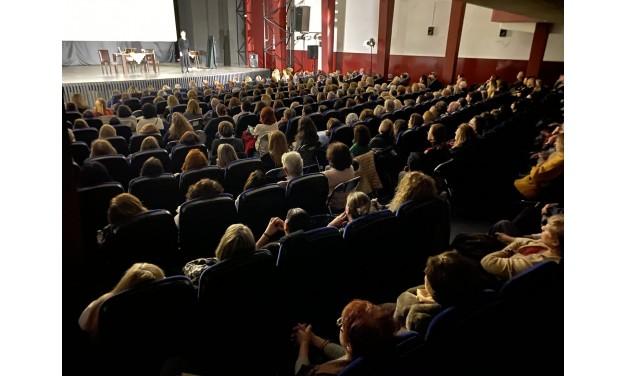 Συγκλονιστική η Κατερίνα Διδασκάλου στο θεατρικό έργο «Η Πόρνη από πάνω» στο Δημοτικό Κινηματοθέατρο Μαρκοπούλου «Άρτεμις»!