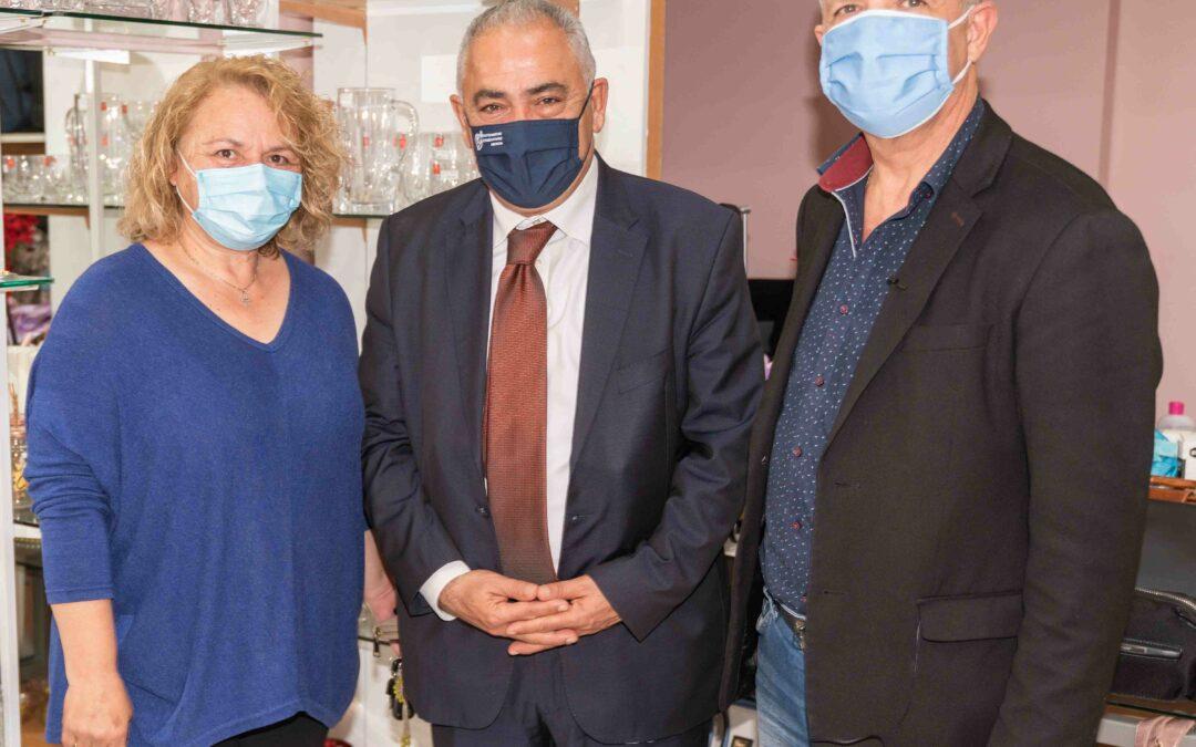 Επαγγελματικό Επιμελητήριο Αθηνών: Διανομή υγειονομικού και ενημερωτικού υλικού στα καταστήματα των Δήμων Μαραθώνα και Μαρκοπούλου Μεσογαίας
