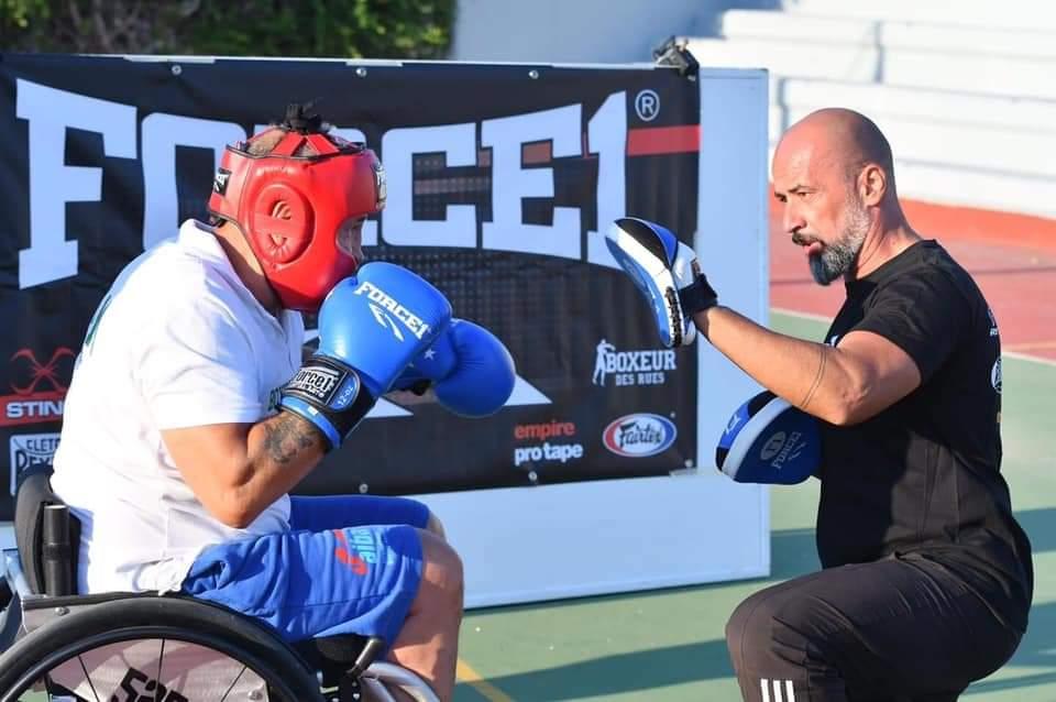 Επίδειξη πυγμαχίας με αμαξίδιο πραγματοποιήθηκε στο 1ο Λύκειο Μαρκοπούλου, για την ανάδειξη του αθλήματος και την ένταξη τουστους Παραολυμπιακούς Αγώνες